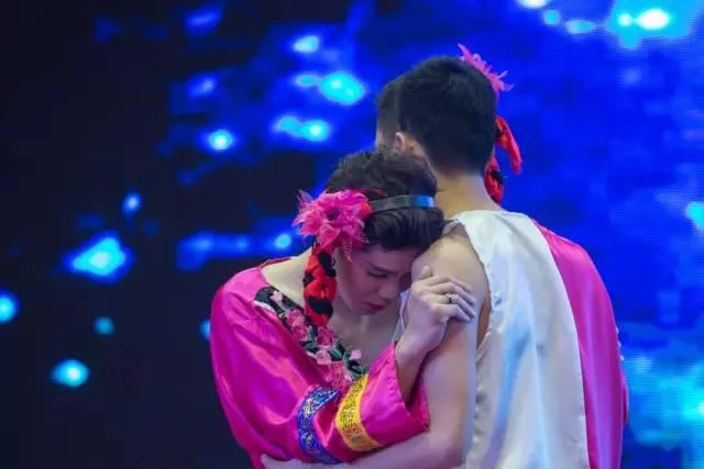 二等奖:汤普悦斯创意舞蹈《纤夫的爱》